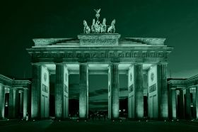 Canvas Wall Art Berlin - Brandenburg Gate, Glowing in the dark, 60 x 90 cm