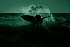 Glass Wall Art Surfer in action, Glowing in the dark, 60 x 90 cm