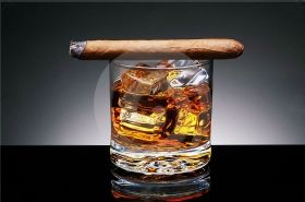 Tablou Plexiglas Whiskey si trabuc, luminos in intuneric, 60 x 90 cm